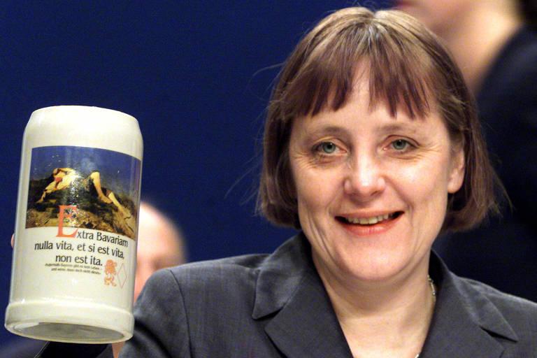 Viagem no tempo por fotos de Angela Merkel