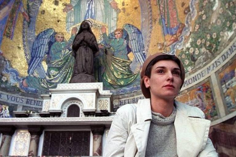 A cantora foi ordenada sacerdotisa cristã em 1999