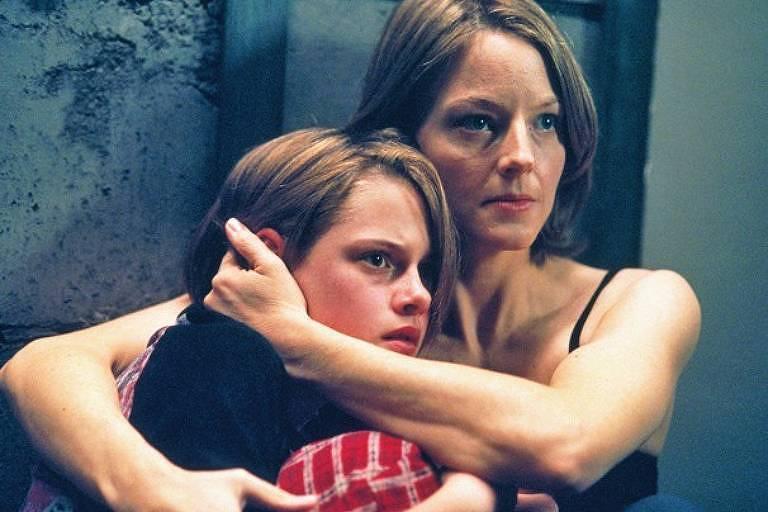 """Judie Foster (à dir.) e Kirsten Stewart, em cena de """"O Quarto do Pânico"""""""