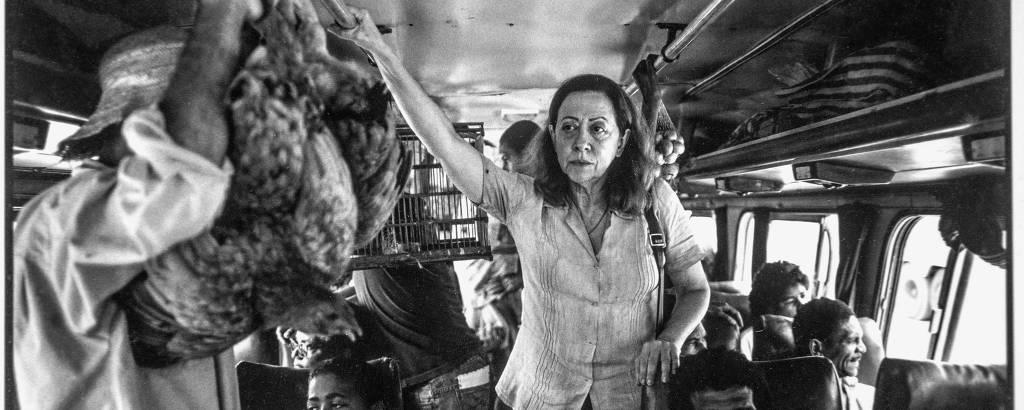 Fernanda Montenegro no set de 'Central do Brasil', de Walter Salles, em foto  feita pelo diretor de fotografia Walter Carvalho.