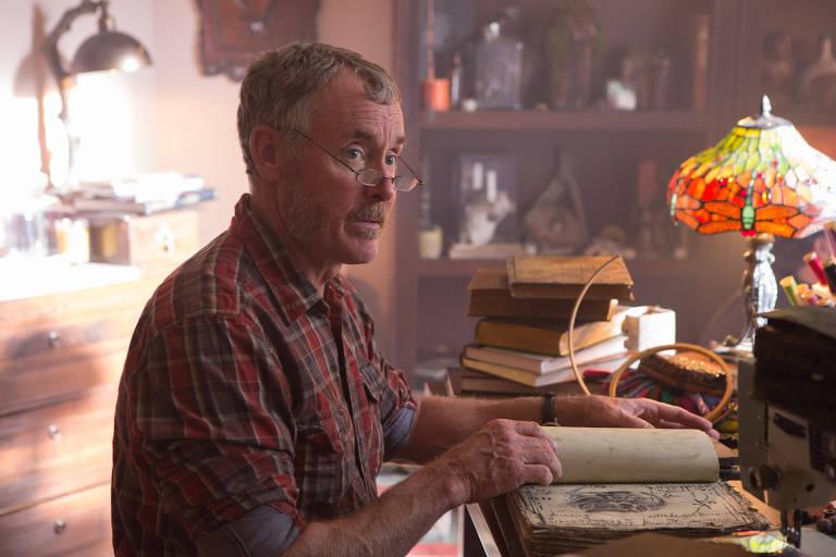 "John C. McGinley em cena de ""Stan Against Evil"""