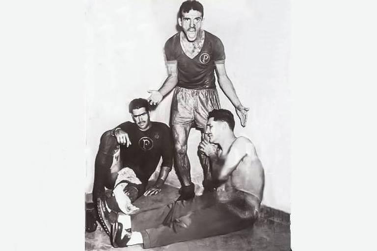 Jair da Rosa Pinto, ex-jogador do Palmeiras, grita com companheiros Oberdan (esq.) e Nestor