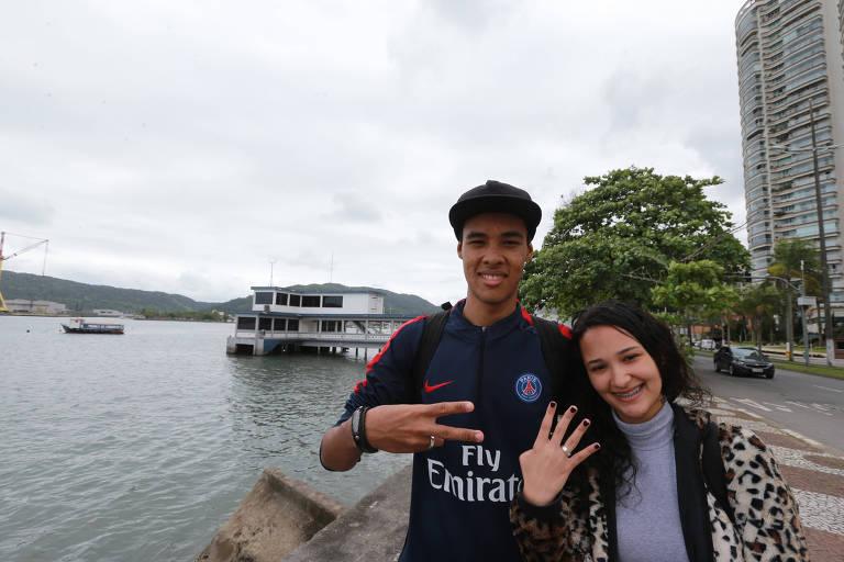O casal Matheus Rodrigues Leite Barbosa e Karimi Macchour Ali, ambos de 18 anos, em Santos