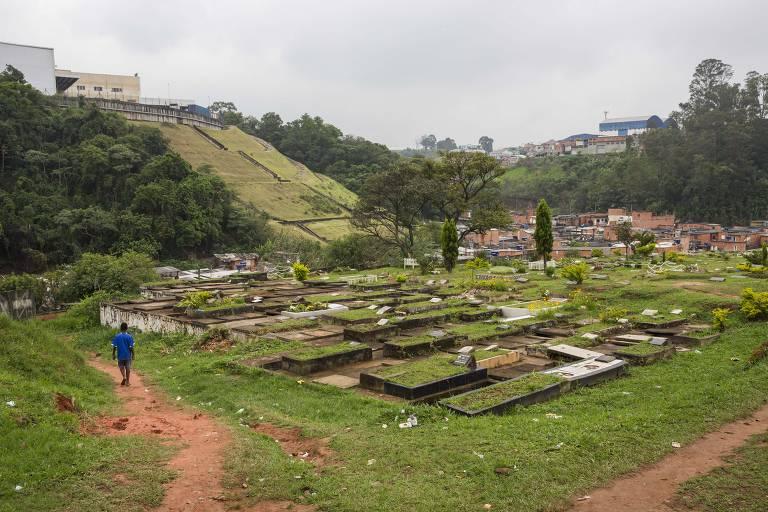 Bairro fica dentro de cemitério em Osasco