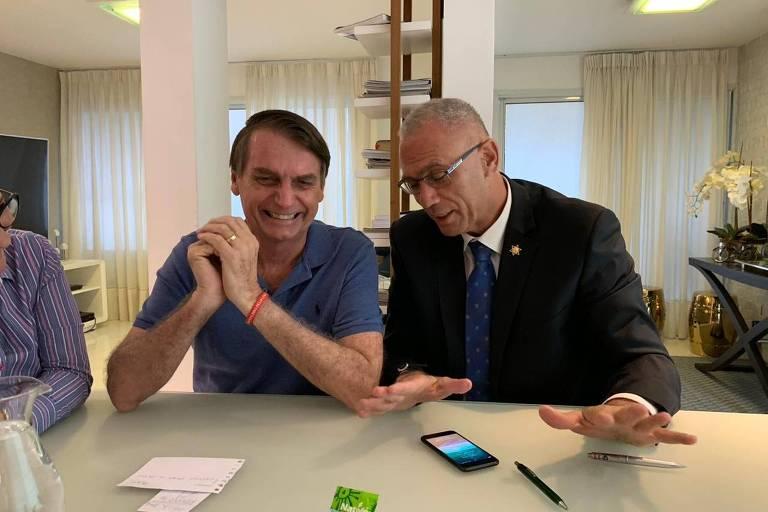 Na Embaixada de Israel no Brasil, o embaixador Yossi Shelley em encontro com o presidente Jair Bolsonaro