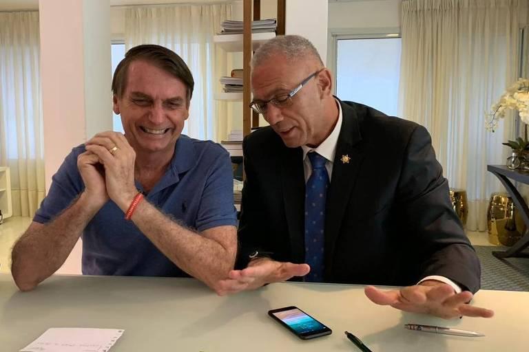 O embaixador de Israel no Brasil, Yossi Shelley, em encontro com Bolsonaro após sua eleição