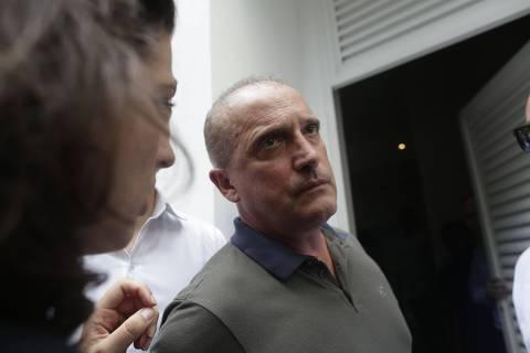 Bolsonaro tenta desobstruir canal com Congresso e escala Onyx para falar com Maia