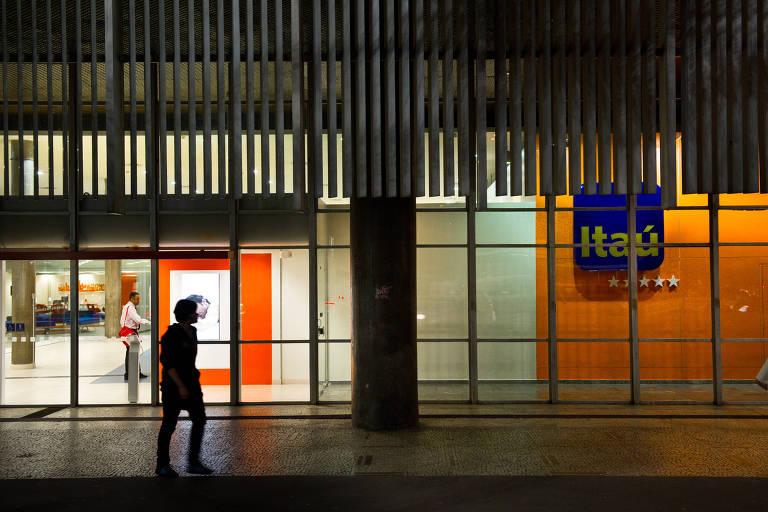 Entrada do banco Itaú, na avenida Paulista, em São Paulo (SP)