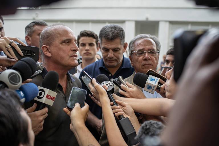 Os futuros ministros Onyx Lorenzoni e Paulo Guedes após discutirem superministérios no Rio