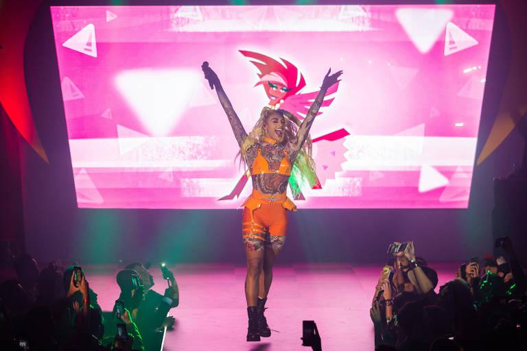 """Pabllo Vittar canta durante festa de lançamento da série """"Super Drags"""""""