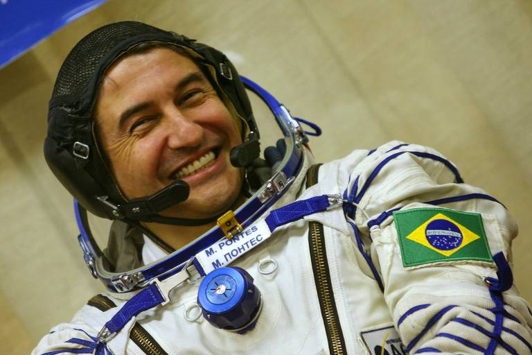 O astronauta Marcos Cesar Pontes antes de embarcar na nave Soyuz TMA 8, rumo à Estacão Espacial Internacional, em 29 de marco de 2006