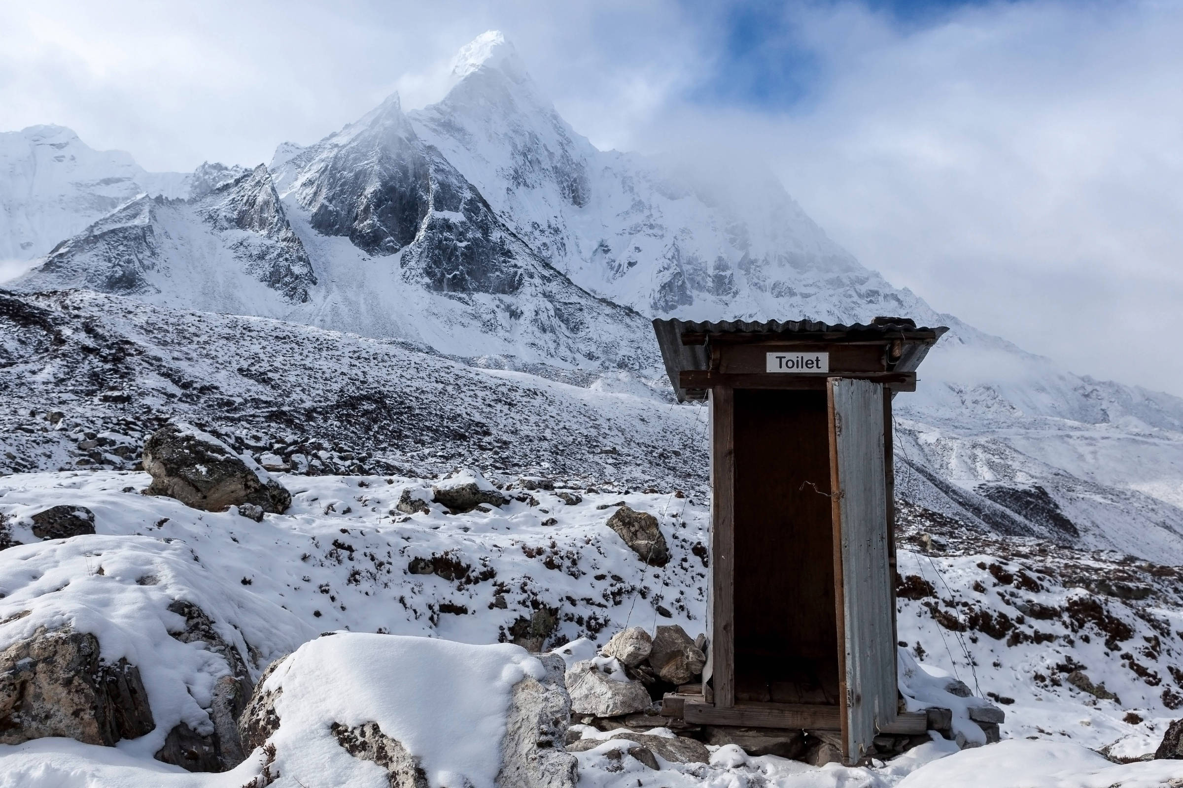 Fezes humanas são problema ambiental no Everest - 31/10/2018 - Turismo - Folha