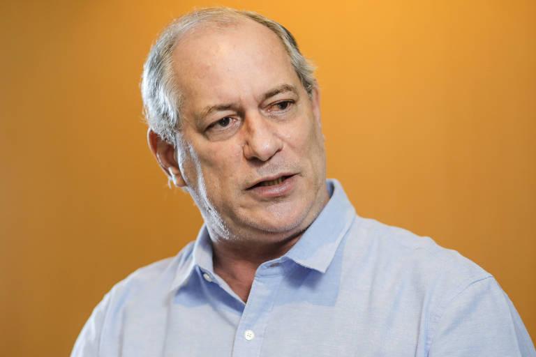 O candidato derrotado a Presidência da República pelo PDT, ex-Governador Ciro Gomes, durante entrevista em seu apartamento no Bairro Meireles, na Beira-Mar de Fortaleza