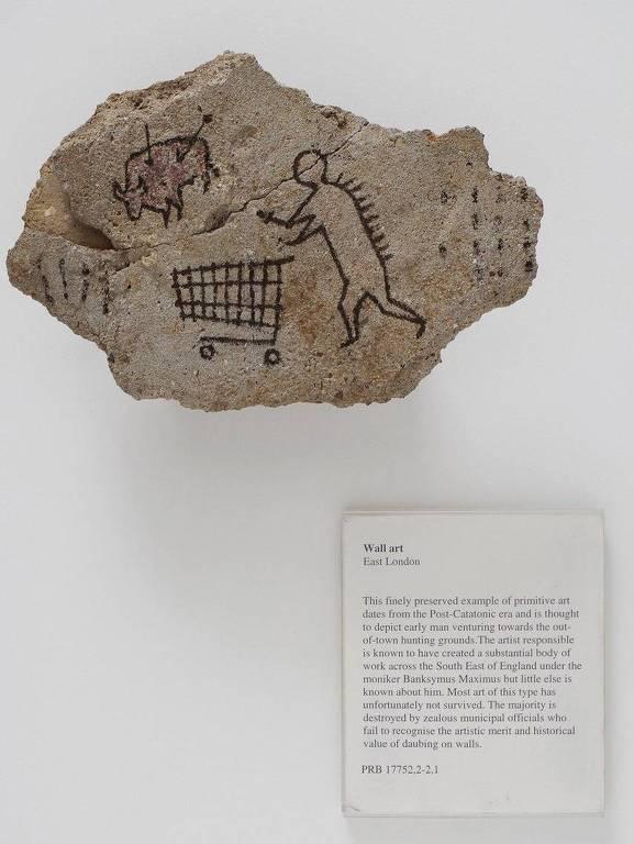 'Peckham Rock' (a pedra de Peckham), obra 'plantada' pelo artista Banksy, em 2005, no British Museum