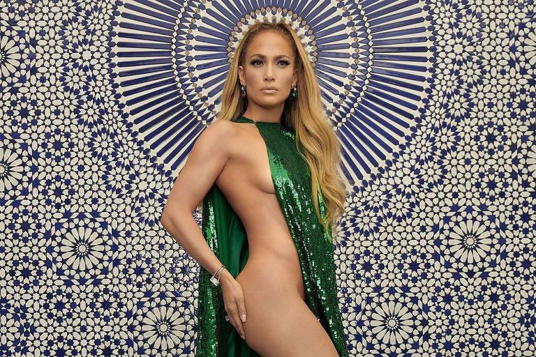 Jennifer Lopez posa só de capa para revista: 'Eu me cuidei e o resultado hoje aparece'