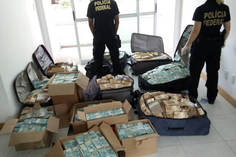 Malas de dinheiro encontradas pela PF, em set.17, em endereço atribuído a Geddel Vieira Lima em Salvador