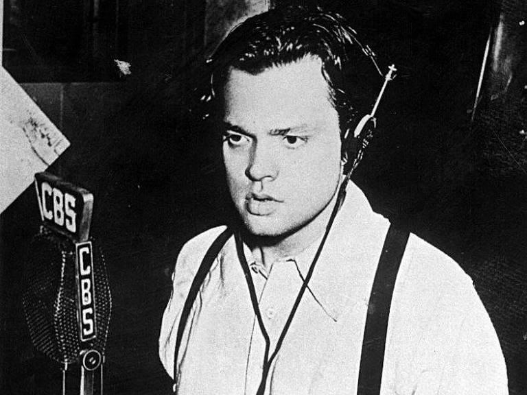 1938: Com 'Guerra dos Mundos', Orson Welles leva pânico a ouvintes da CBS
