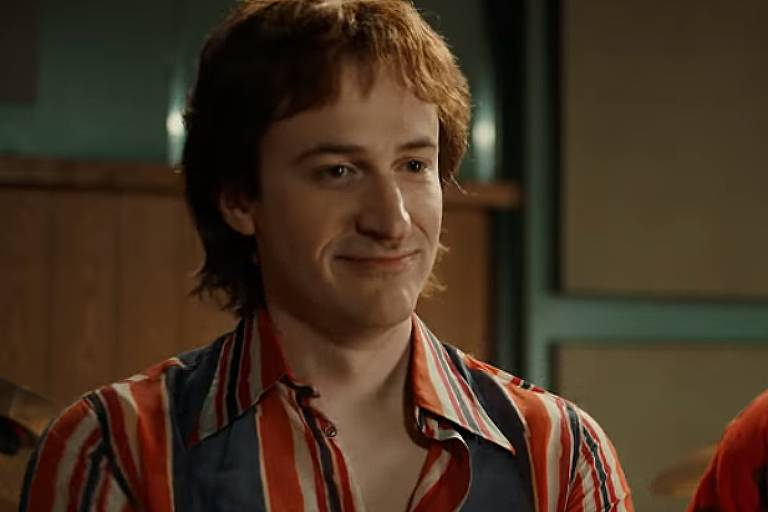 Joseph Mazzello como Jon Deacon