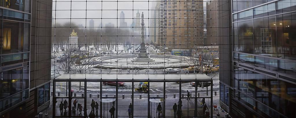 Pintura acrílica sobre tela do artista espanhol Andres Castellano que retrata o Columbus Circle, em Nova York