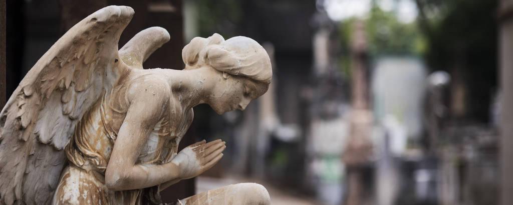 Detalhe de escultura no Cemitério da Consolação