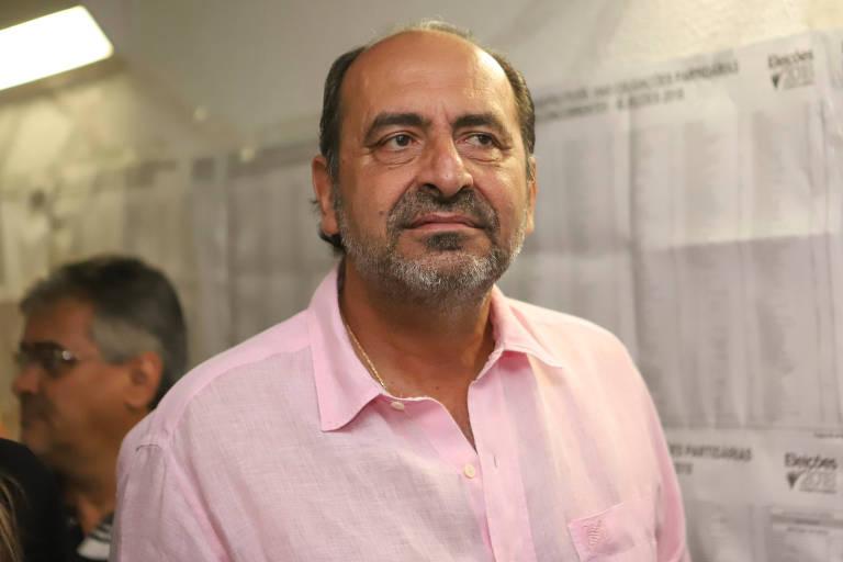 Alexandre Kalil (PHS), prefeito de Belo Horizonte, vota em colégio da capital mineira