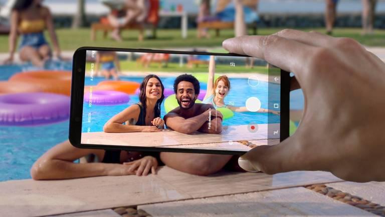 Campanha 'Vibrante como Você', da agência Leo Burnett para divulgar a linha Galaxy J, da Samsung