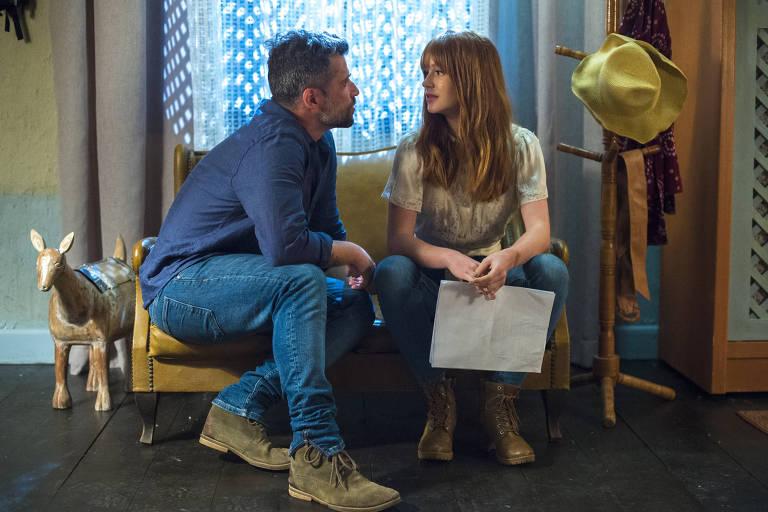 Gabriel (Bruno Gagliasso) diz a Luz (Marina Ruy Barbosa) que está se apaixonando por ela em cena da novela 'O Sétimo Guardião'