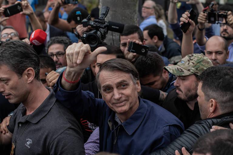 O então candidato Jair Bolsonaro, após votar em um colégio militar no Rio de Janeiro