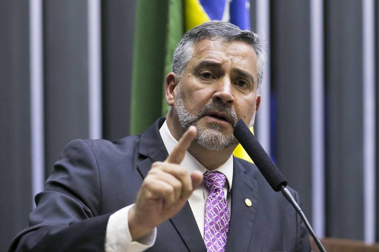 Paulo Pimenta discursa da tribuna do plenário na Câmara dos Deputados
