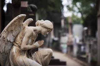 Para Capa Guia FOLHA sobre dia de finados. Cemiterio da Consolacao. Mausoleus e detalhes de esculturas