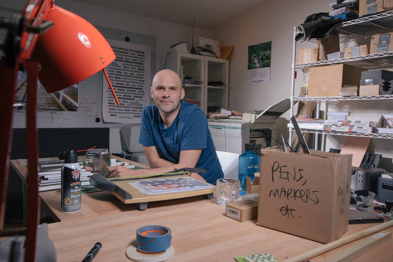 Robin Sloan, at his office in the Murray Street Media Lab, in Berkeley, Calif., on Sept. 28, 2018. Sloan is using a homemade software program to supply phrases and images for his new book. (Peter Prato/The New York Times) - XNYT67