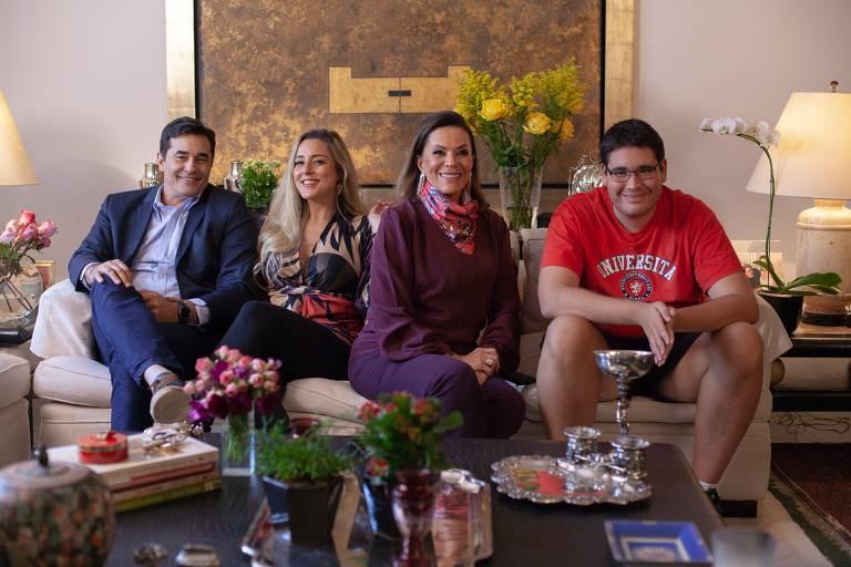"""Os Szafirs"": Beth Szafir, Luciano Szafir, Luhanna Melloni e Pedro Szafir"