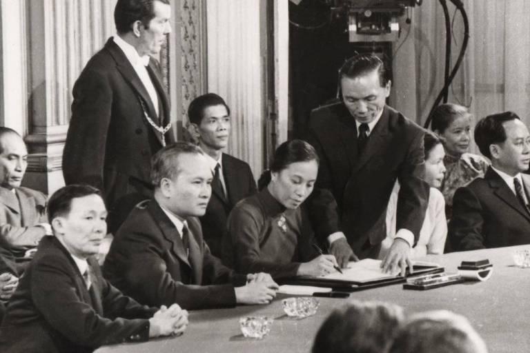 Em 1973, Nguyen Thi Binh assina o Acordo de Paz de Paris