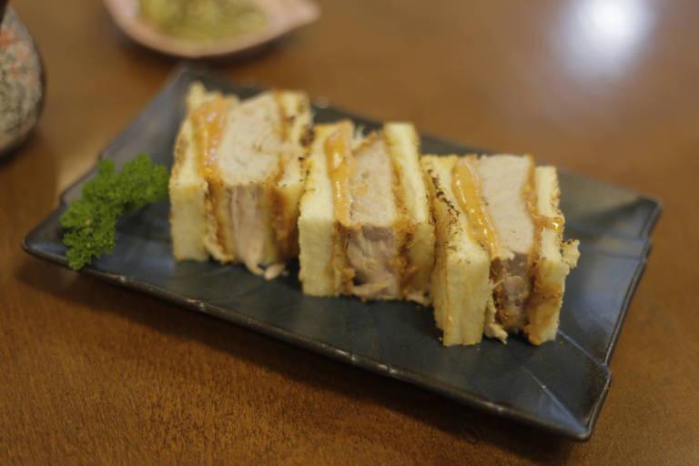 A Peixaria Mitsugi oferece o Maguro Sando, adaptação do clássico katsu sando feita com atum bati