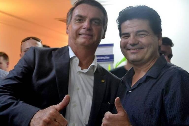 O presidente eleito Jair Bolsonaro posa ao lado do empresário Emilio Dalçoquio, herdeiro de transportadora catarinense
