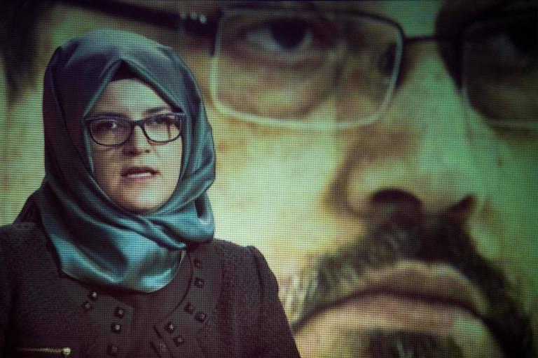 Hatice Cengiz, noiva de Jamal Khashoggi, fala durante cerimônia em memória do jornalista em Washington