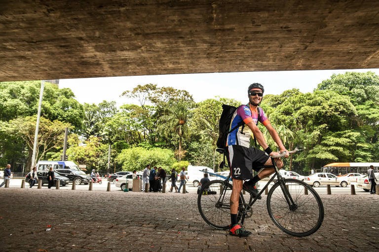 Pegada ecológica leva empresas a trocar motoboy por ciclista