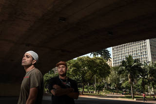 Retrato dos rappers Diomedes Chinaski e Don L