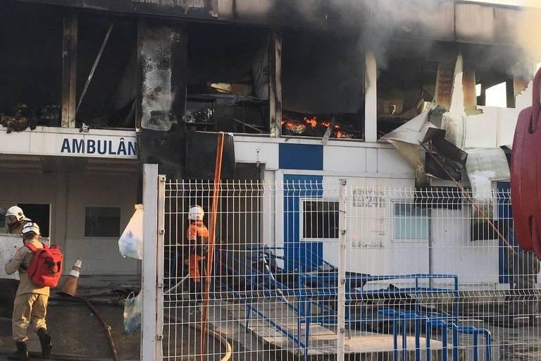 Bombeiros trabalham para apagar incêndio no RJ