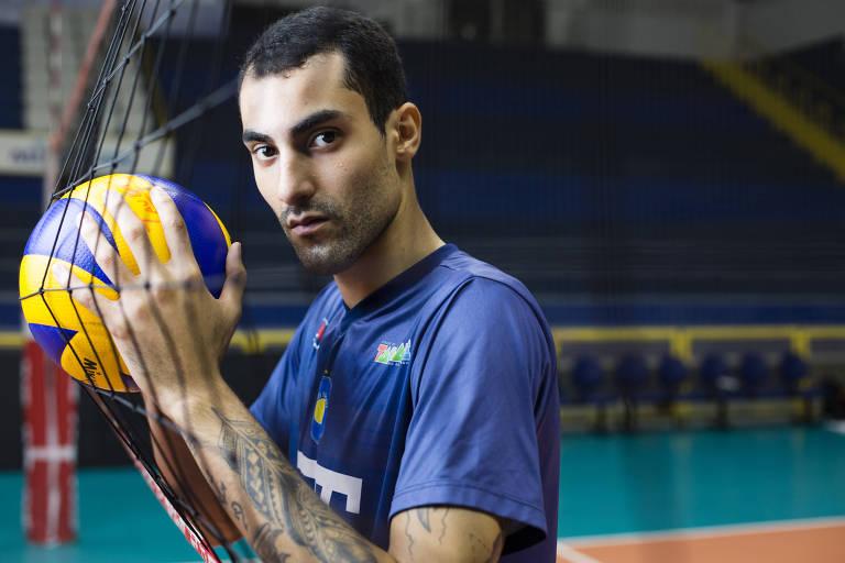 Douglas Souza, jogador de vôlei da seleção brasileira e do EMS Taubaté Funvic, no ginásio do Clube Abaeté