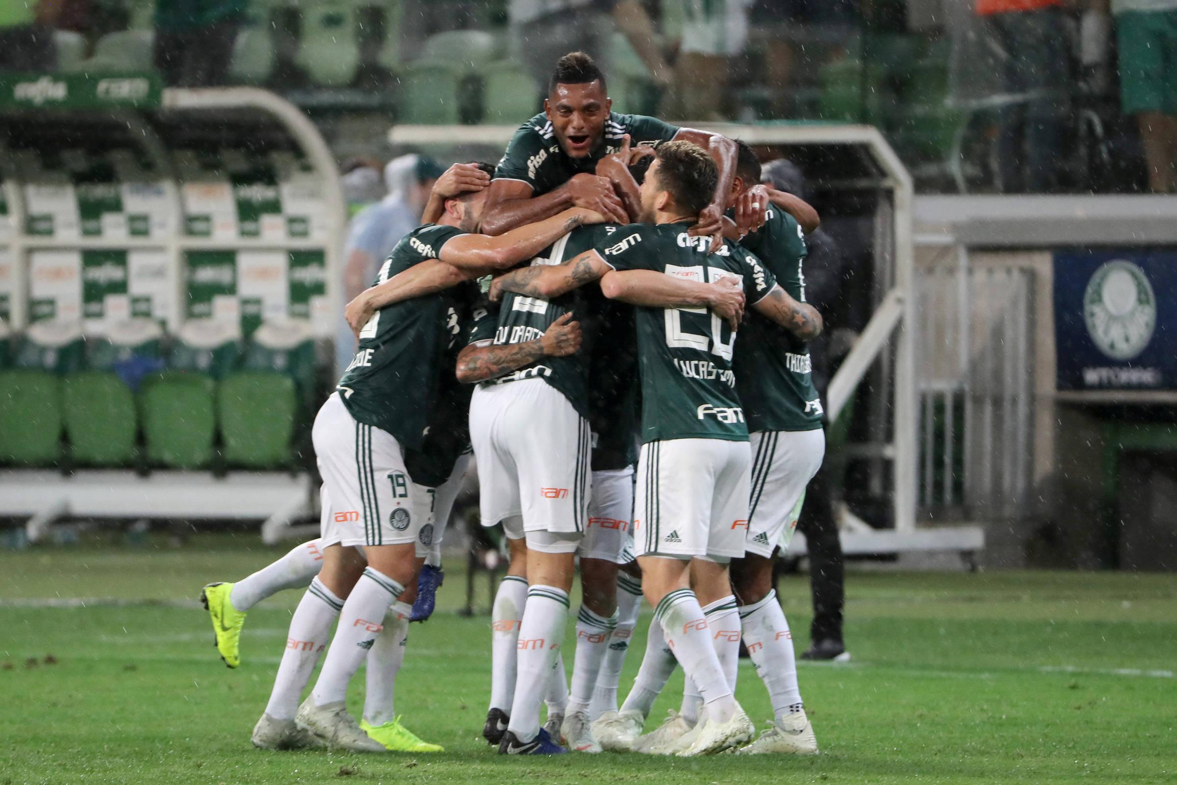 Quatro times podem definir o título entre Palmeiras e Internacional -  05 11 2018 - Esporte - Folha c94f6d359ad6f