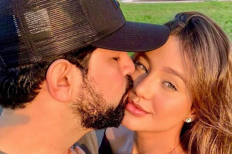 Sertanejo Sorocaba beija a namorada Biah Rodrigues