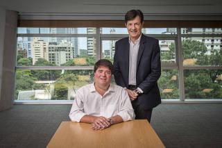 ***Entrevista de Segunda***Retrato de Roberto Setubal e Pedro Moreira Salles (camisa branca) ,  copresidentes do conselho de administracao do Itau, para relembrar os 10 anos da fusao dos banco  Itau-Unibanco durante entrevista exclusiva para a FOLHA