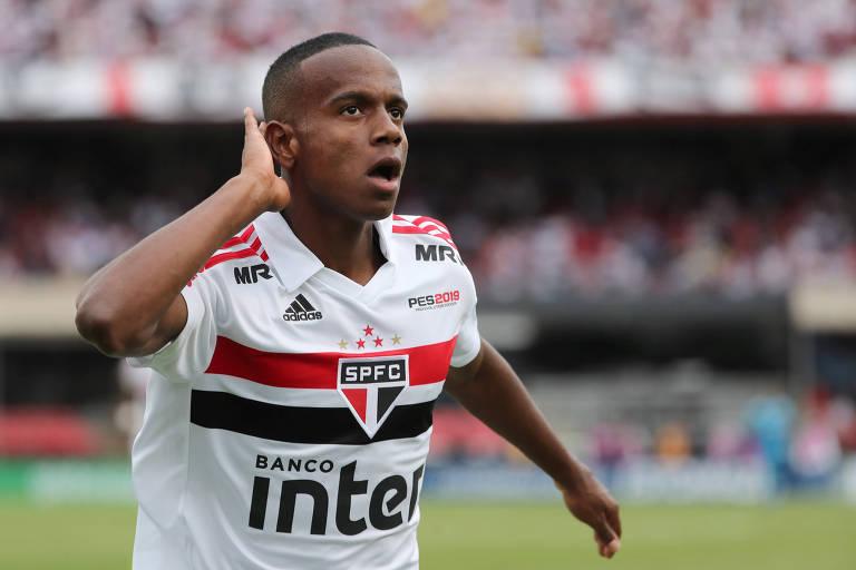 Jogador Helinho, 18, do São Paulo, comemora segundo gol da equipe contra o Flamengo, no Morumbi