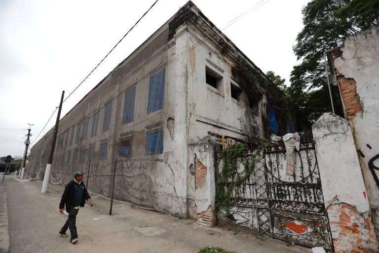 Quartel histórico no Parque Dom Pedro está abandonado