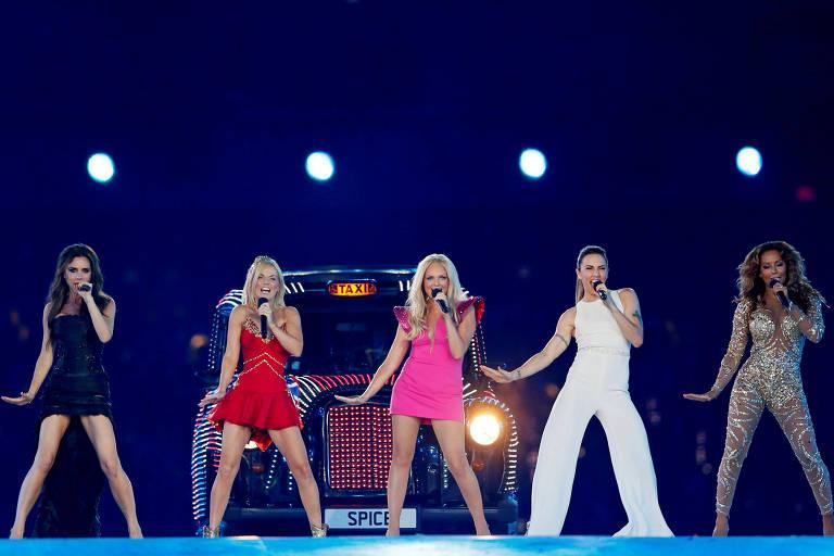 As Spice Girls se apresentam durante o encerramento durante a cerimônia de encerramento das Olimpíadas de Londres, em 2012