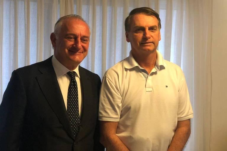 O presidente eleito, Jair Bolsonaro (PSL), e o embaixador da Itália, Antonio Bernardini