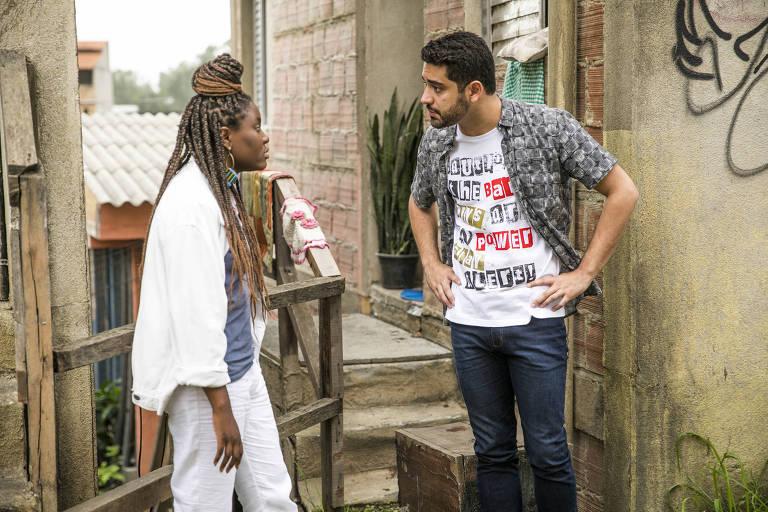 Talíssia ( Luellem de Castro ) discute com Marquinhos ( Miguel Romulo ) por ele deixar Valentina esperando.