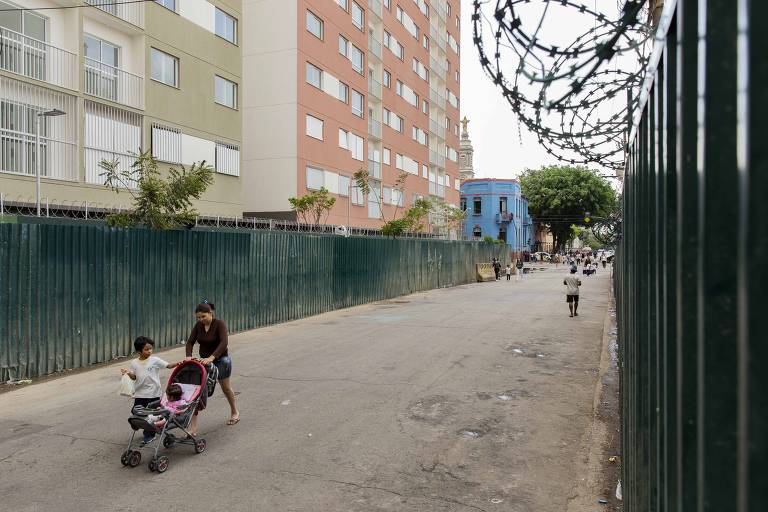 Prédio popular vira fortaleza na cracolândia