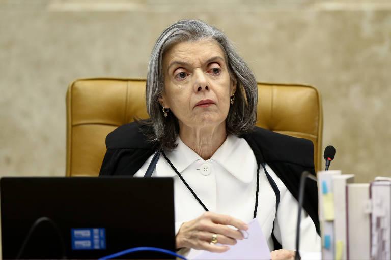 A ministra do STF Carmen Lúcia durante sessão plenária